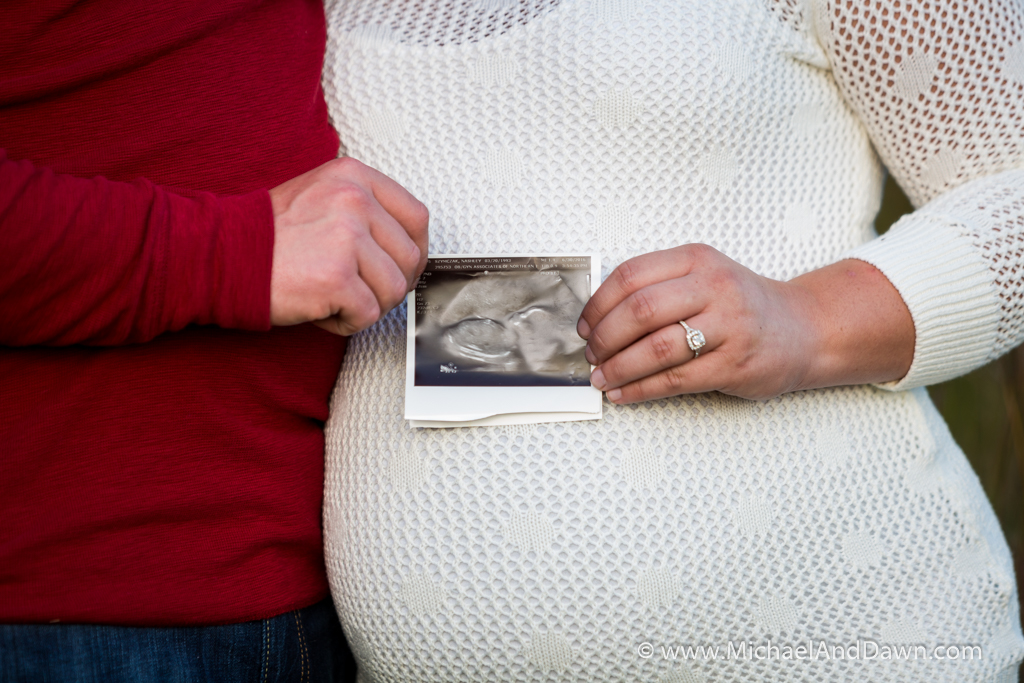 picture of pregnant couple holding sonogram